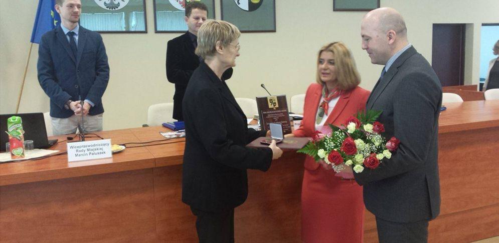 Pani Aszkiełowicz podczas otrzymywania nagrody Zasłużony dla Miasta Świdnica