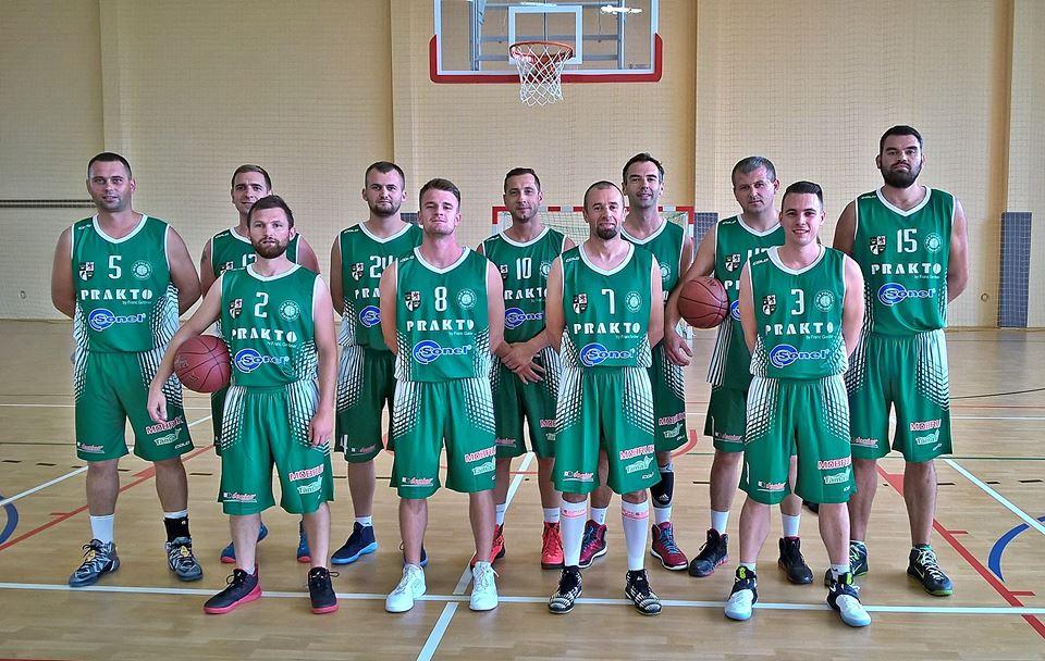 drużyna koszykarzy poloni świdnica