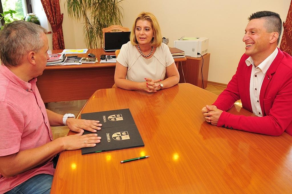 podpisywanie umowy ponsorskiej RST