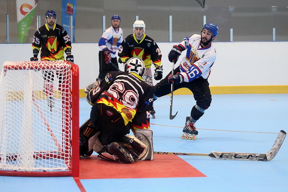 zawodnicy hokeja na rolkach