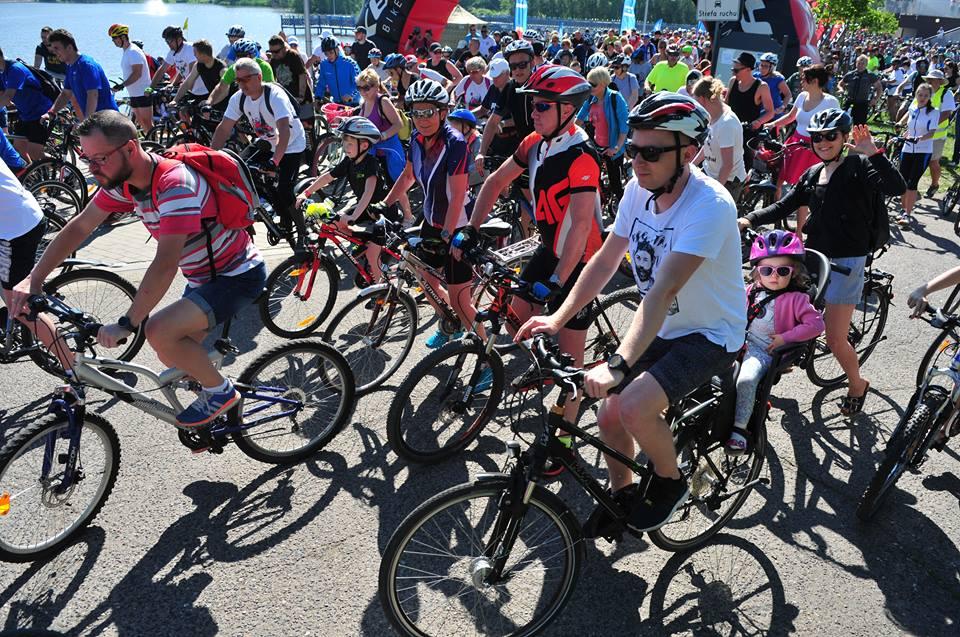 rowerzyści przygotowani do startu