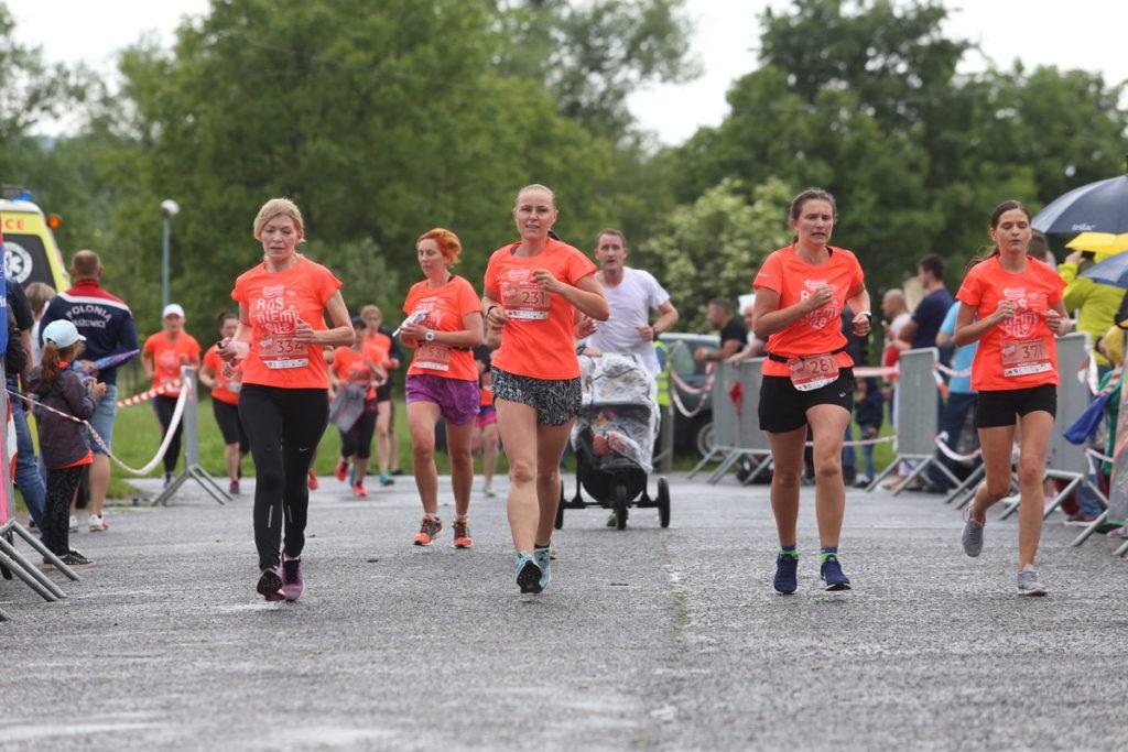 kobiety podczas biegu